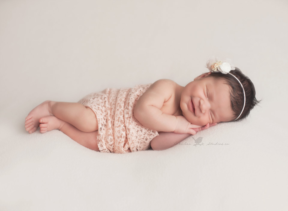 Peekaboo Studios Photography - Toronto Newborn Photographer