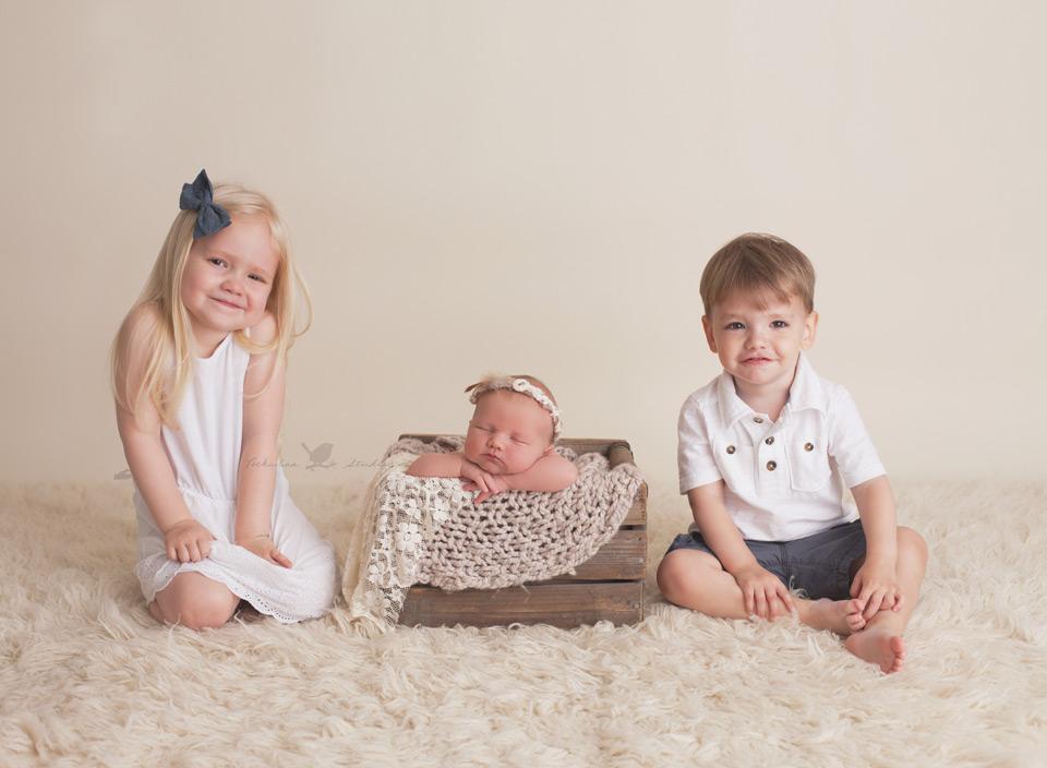 Toronto Newborn Photographer -Peekaboo Studios Photography